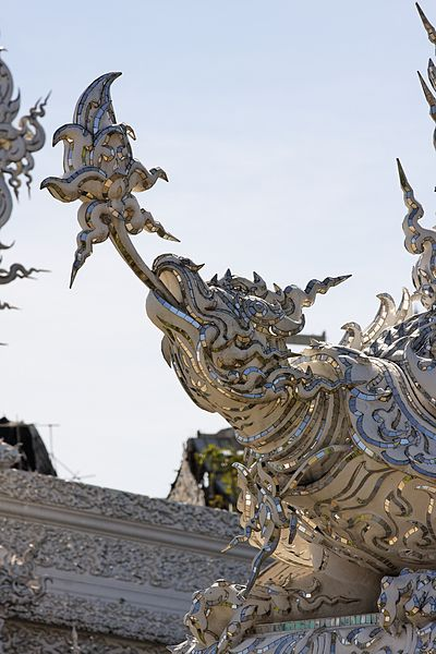 400px Wat Rong Khun 004