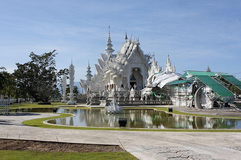 800px Wat Rong Khun 002