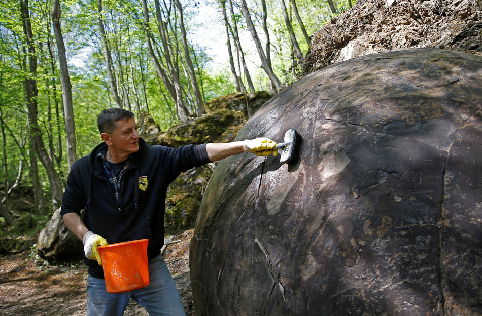 Sam Semir Osmanagich sfera di pietra Bosnia