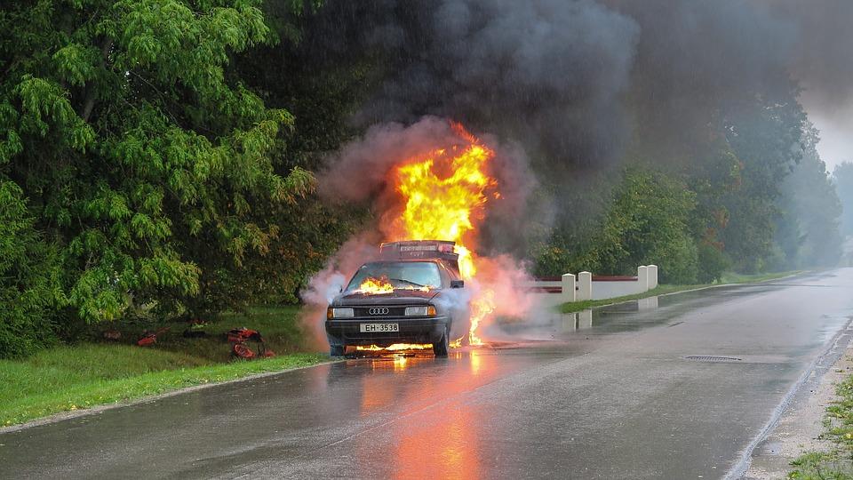 Auto Macchina Incidente Car Accident Fiamme Fire